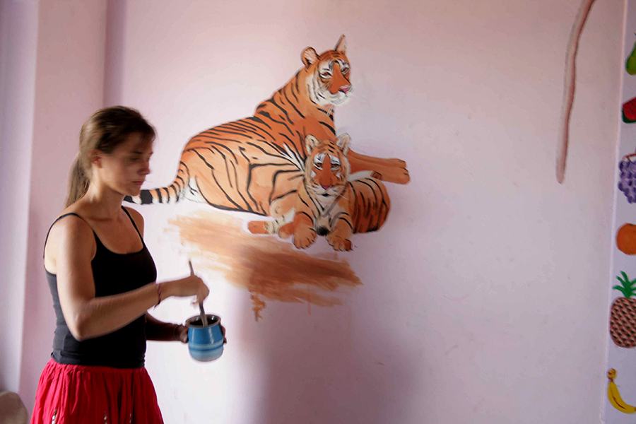 Volunteer_painting_walls_Mandore_Project.jpg